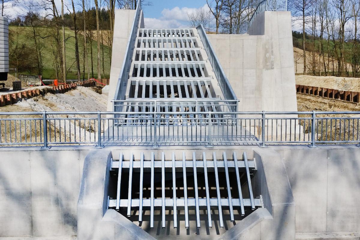 Blumschein-Leistungen-Stahlgelaender-Gebersdorfer-Bach-Grieskirchen-1200x800px-web