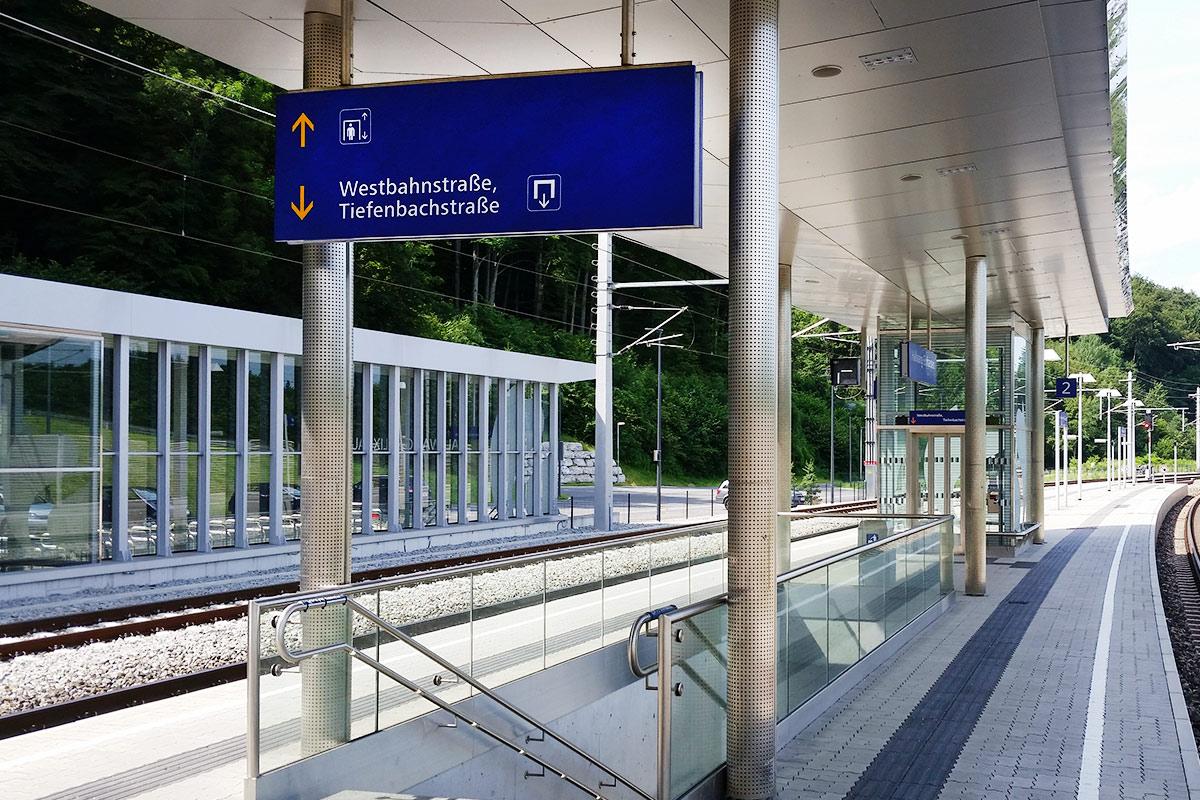 Blumschein-Leistungen-Edelstahlgelaender-Bahnsteig-Hallwang-1200x800px-web